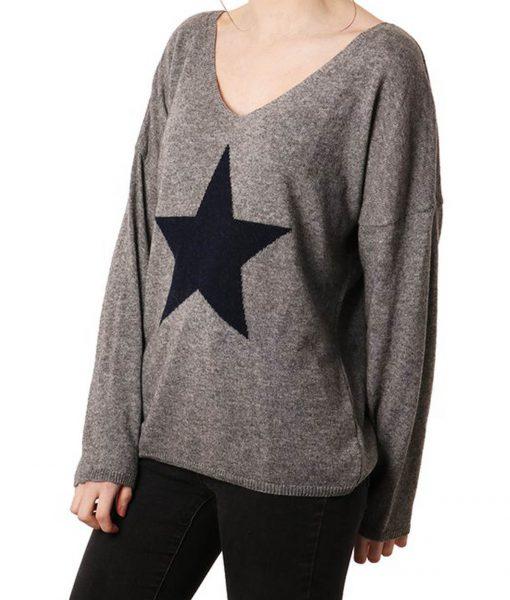 grey jumper with navy star