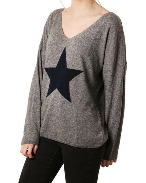 grey jumper with navy star